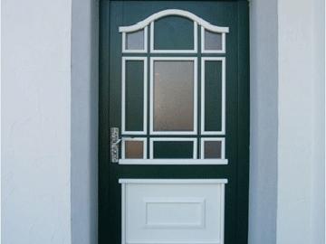 Haustüre aus Holz 2-färbig lackiert