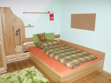 Jugendzimmer aus massiven Eschenholz