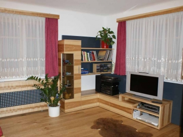 Moderne Wohnzimmermöbel in Kernahorn